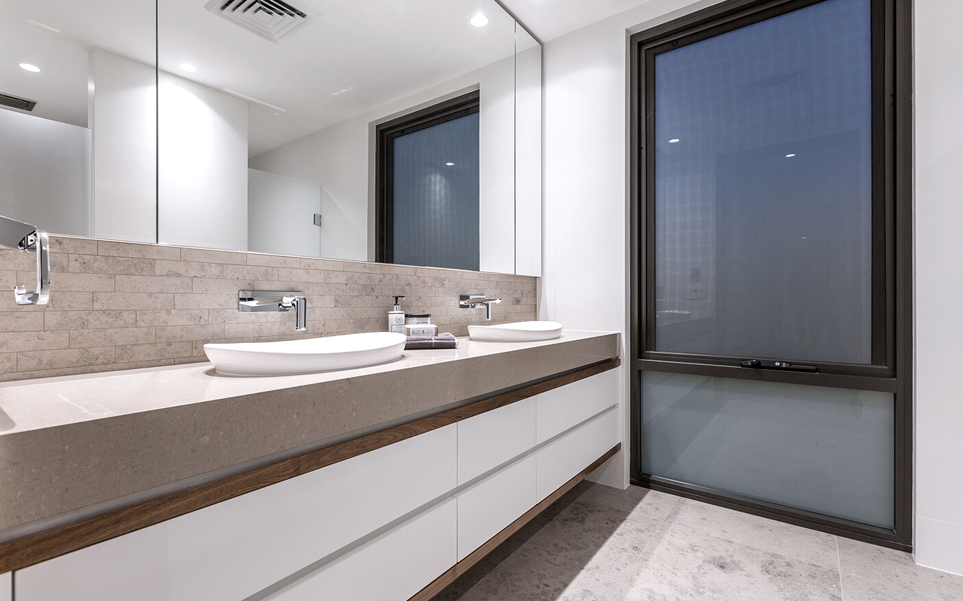 South perth residence giorgi for Bathroom decor osborne park